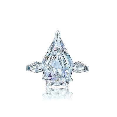 Золотое кольцо с муассанитами  PENTAGON  5173